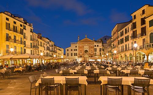 PADUA, ITALY - SEPTEMBER 11, 2014: Piazza dei Signori square wit