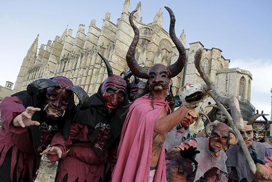 dimonis.jpeg desfile de Dimonis y Correfocs. Se trata de un desfile celebrado el 20 de enero para conmemorar las Fiestas de San Sebastián.