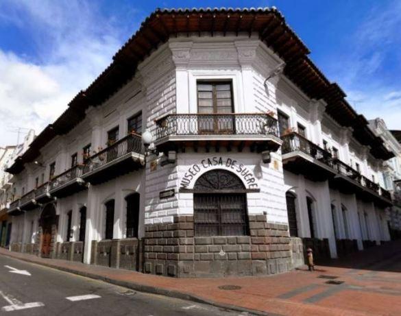 Museo Casa de Sucre com exposições que reportam ao século XIX.